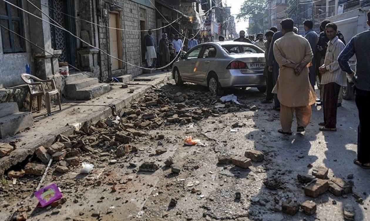 Βομβιστής αυτοκτονίας σκόρπισε το θάνατο στο Αφγανιστάν