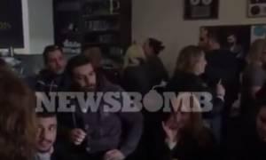 Μνημόσυνο Παντελίδη: Πλήθος κόσμου στο μαγαζί της οικογένειας (video)