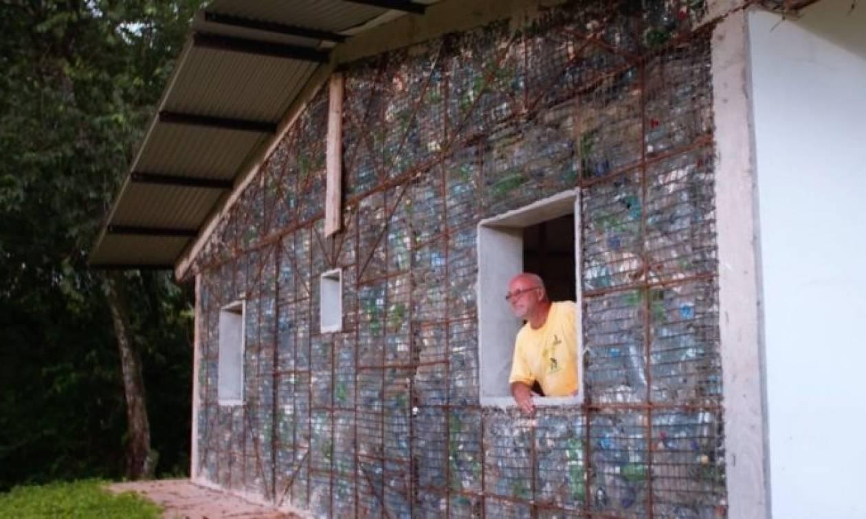 Εντυπωσιακό: Το πρώτο χωριό από ανακυκλωμένα πλαστικά μπουκάλια! (pics+vid)