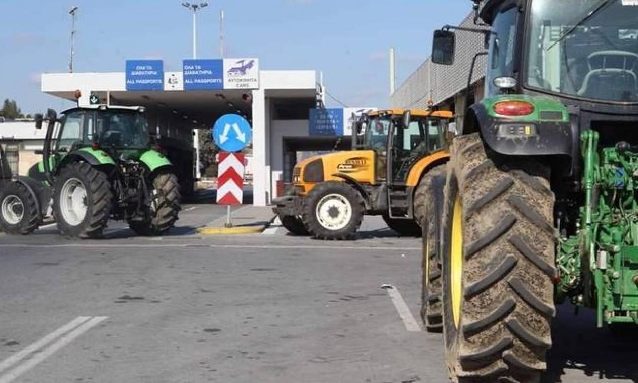 Μπλόκα αγροτών: Αυξάνονται τα προβλήματα λόγω του αποκλεισμού του τελωνείου των Ευζώνων