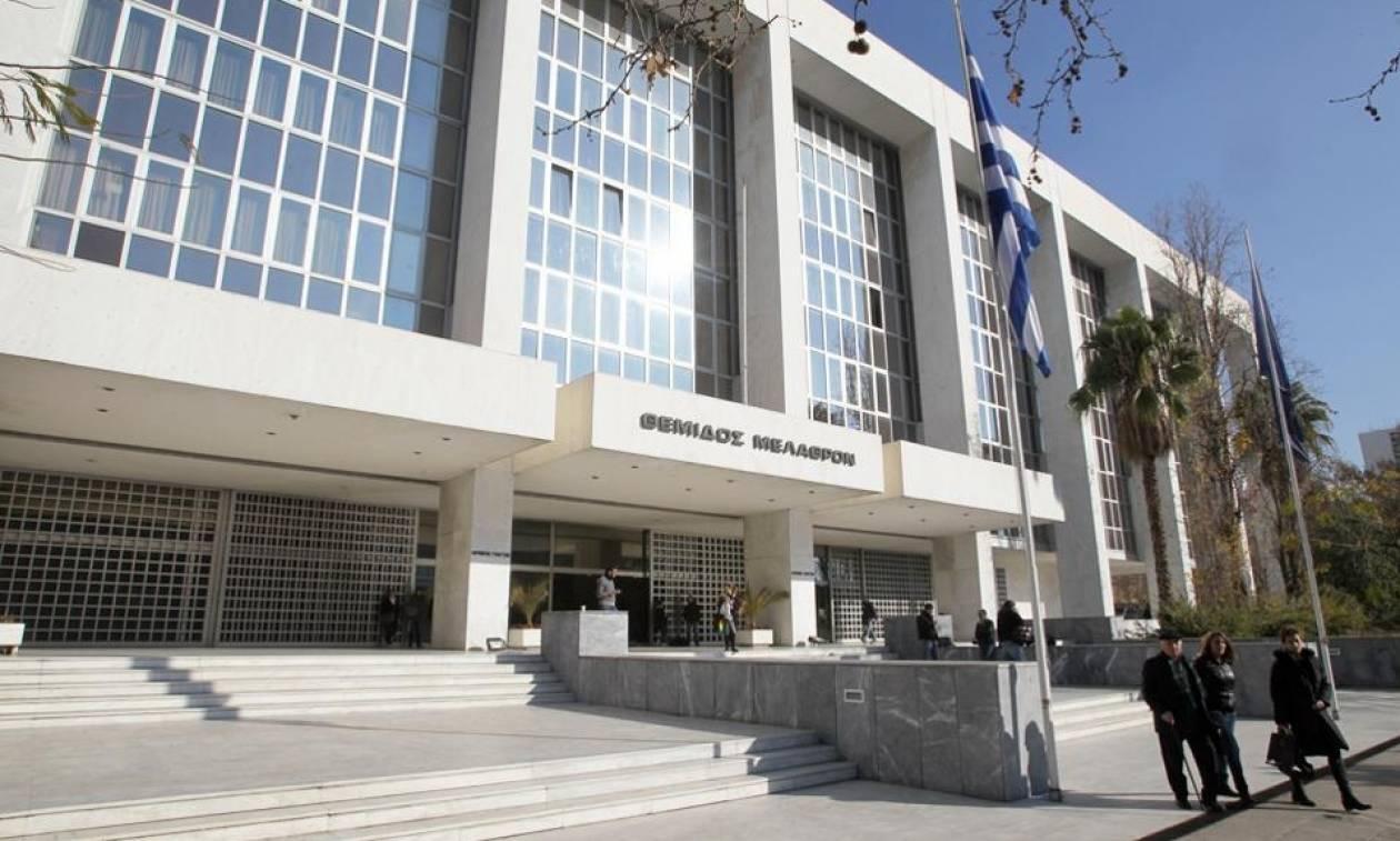 Στην εισαγγελία η μηνυτήρια αναφορά Βαξεβάνη κατά Μητσοτάκη