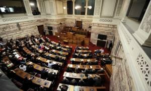 Στη Βουλή η ρύθμιση για τα δεδουλευμένα των συμβασιούχων