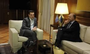 Στην κόψη η διαπραγμάτευση: Σε ρόλο «διαιτητή» έρχεται ο Μοσκοβισί στην Αθήνα