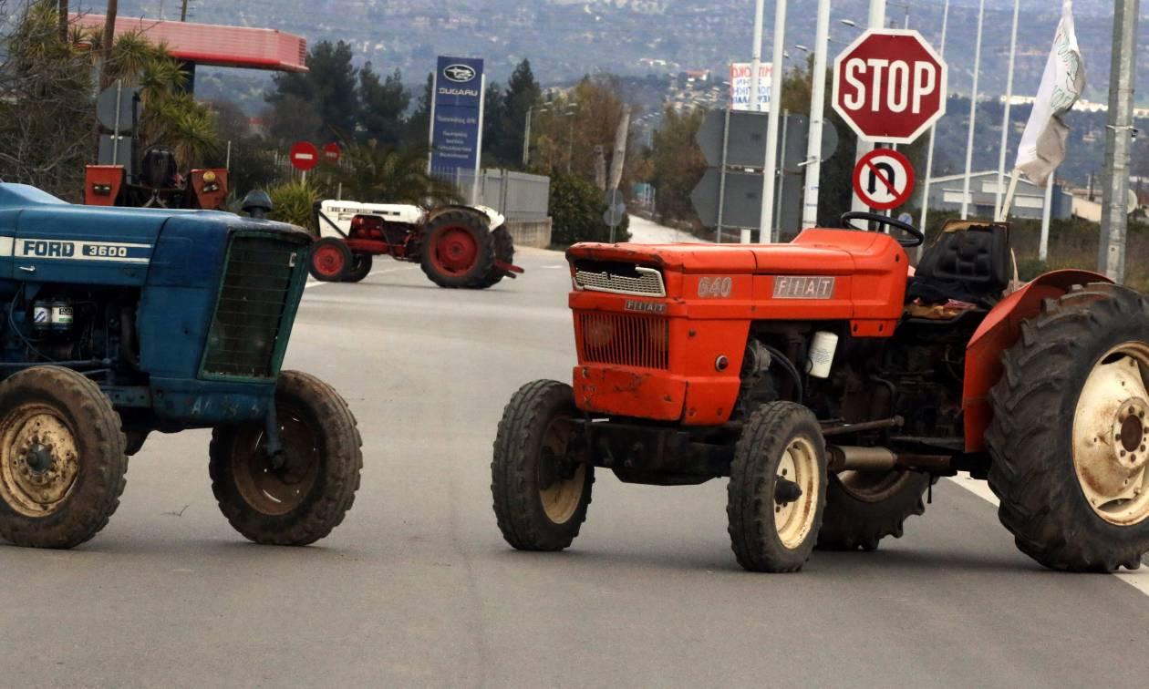 Μπλόκα αγροτών: Αποκλεισμός της Εφορίας στη Ρόδο από τους αγρότες