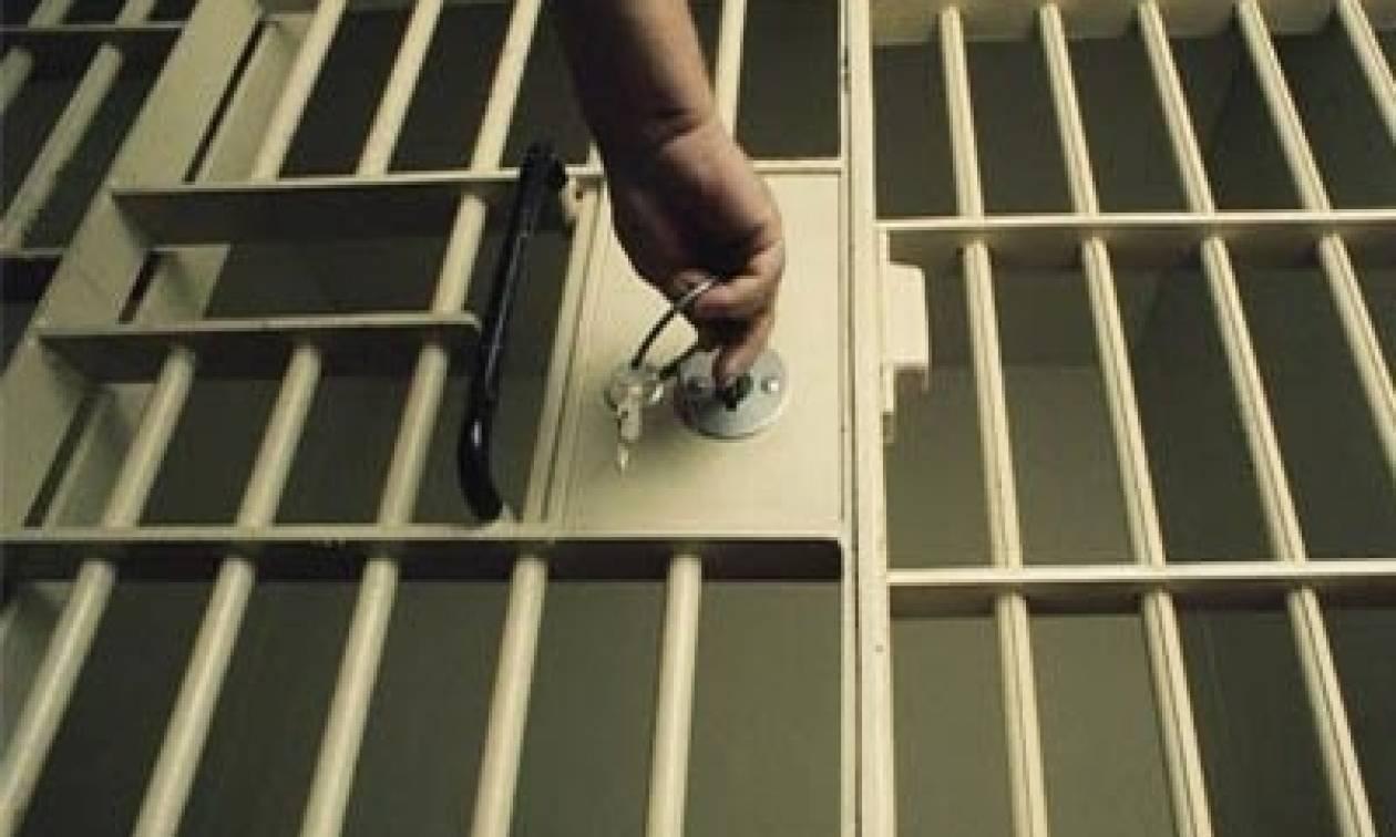Απίστευτη ταλαιπωρία για πατέρα δύο παιδιών:  Μπήκε στη φυλακή λόγω ... συνωνυμίας!