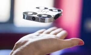 Η μικρότερη ιπτάμενη κάμερα στον κόσμο φέρνει επανάσταση στις selfies! (vid)