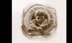 Ποιo είναι το αγόρι της φωτογραφίας; Το ερώτημα που «βασανίζει» την κοινότητα της Βοστώνης