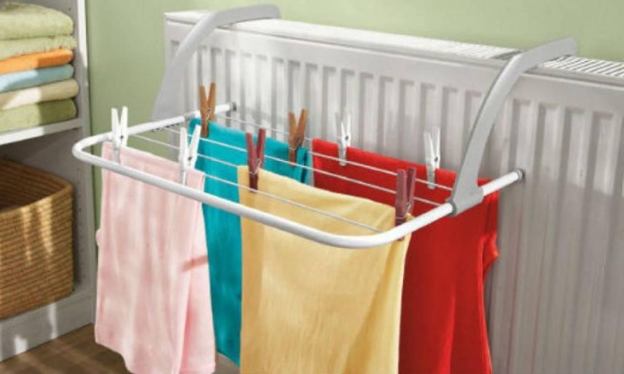 Στεγνώνετε τα ρούχα μέσα στο σπίτι σας; Σταματήστε το αμέσως και δείτε από τι κινδυνεύετε...