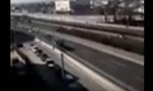 Πανικός στην εθνική οδό Αθηνών - Λαμίας: Φορτηγό κινήθηκε ανάποδα... (Video)