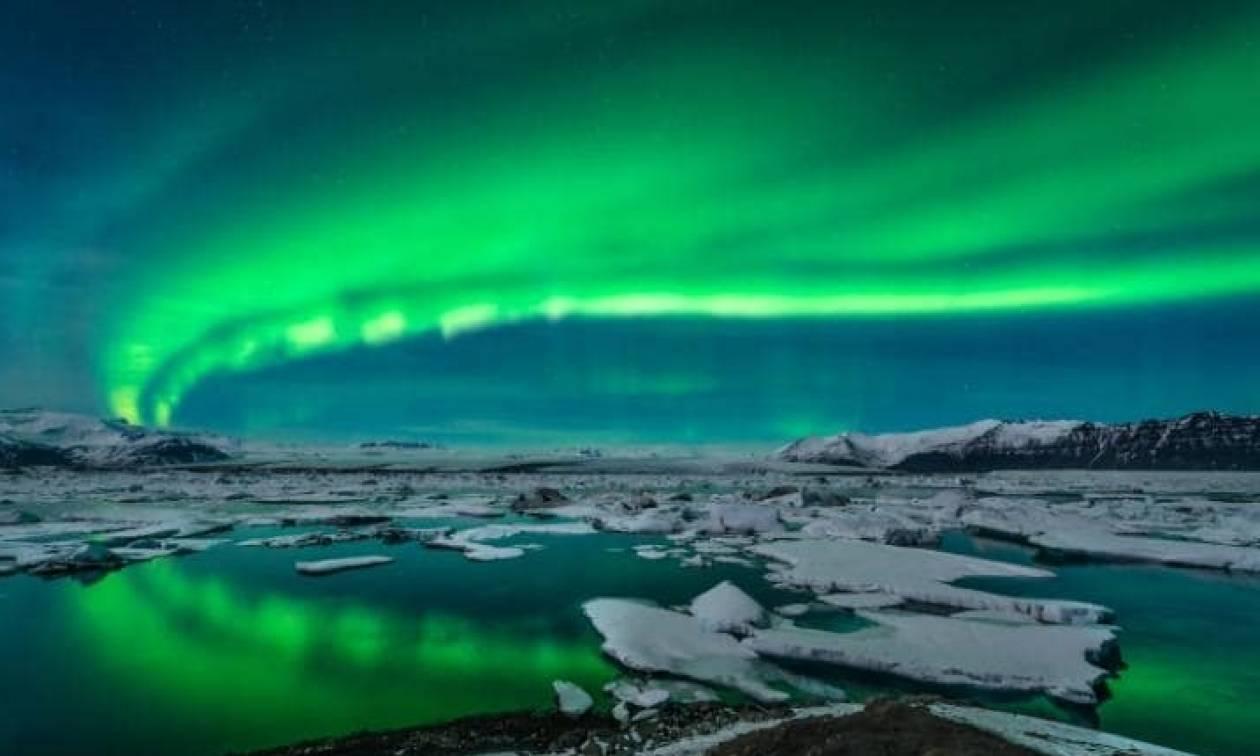 Ισλανδία: Συστάσεις στους οδηγούς να μην... «χαζεύουν» το Βόρειο Σέλας! (pics)