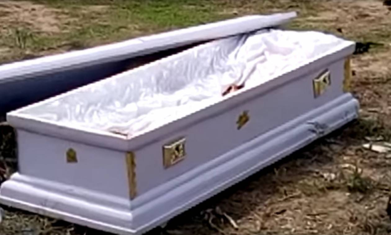 Απίστευτο: Αφαίρεσαν πτώμα από φέρετρο γιατί δεν είχαν πληρώσει τα έξοδα κηδείας (video+pics)