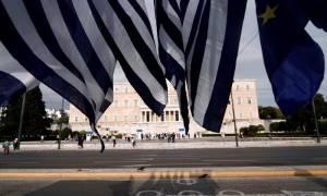 Reuters: Το μέλλον προμηνύεται δύσκολο για τους Έλληνες