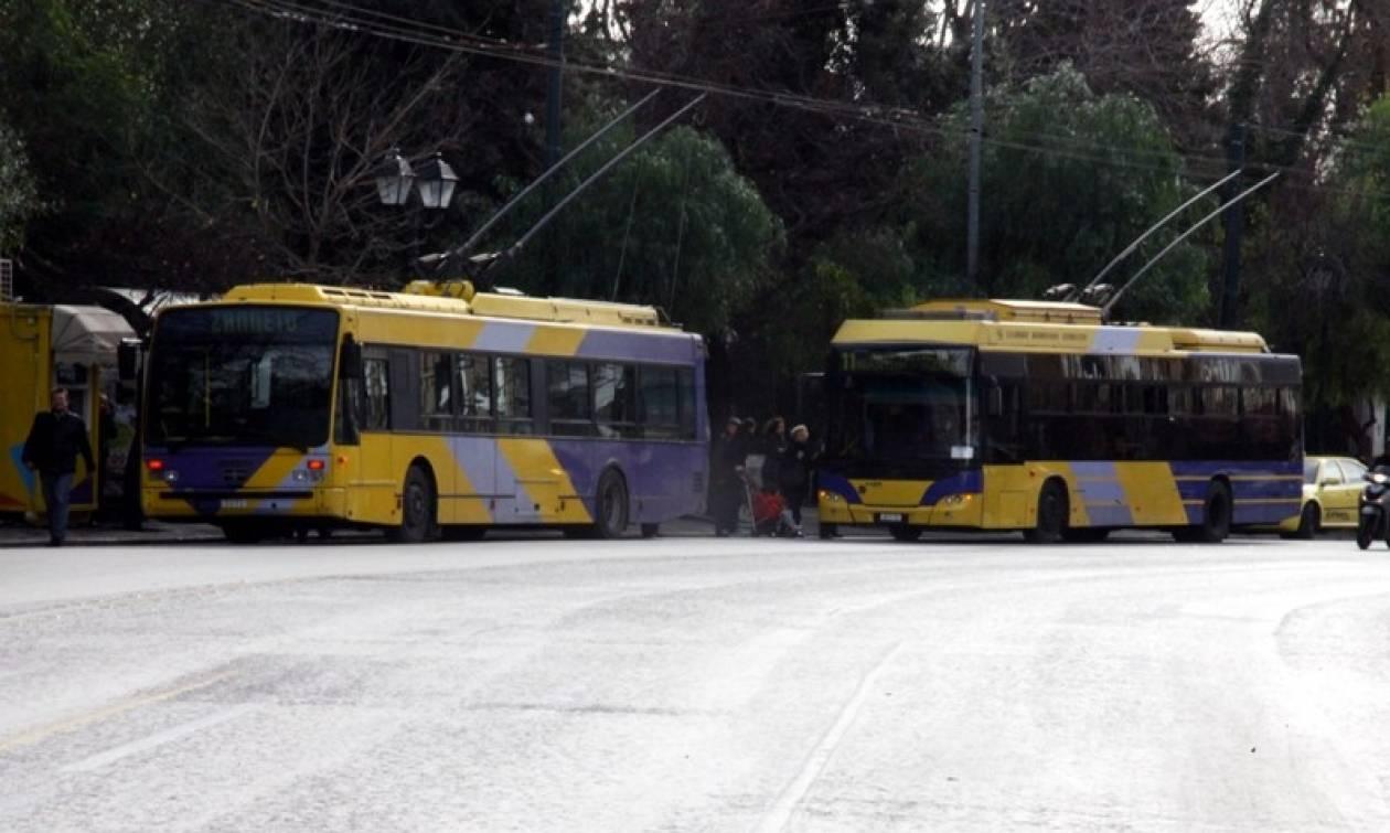 Νέες επιθέσεις σε Μέσα Μαζικής Μεταφοράς – Έκαναν «γυαλιά καρφιά» τρόλει και λεωφορεία