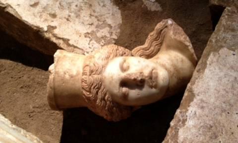 Περιστέρη: «Ματώνει η ψυχή μου για την εγκατάλειψη του τύμβου της Αμφίπολης»
