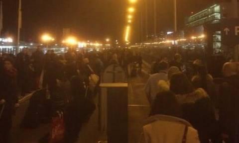 Αναστάτωση στο αεροδρόμιο της Πράγας από απειλή για βόμβα