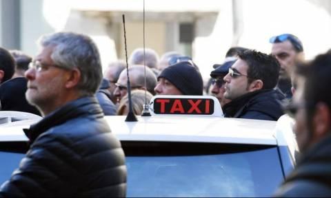 Ιταλία: Οι οδηγοί ταξί παραλύουν τις ιταλικές πόλεις - Αιτία η εφαρμογή Uber (pics)