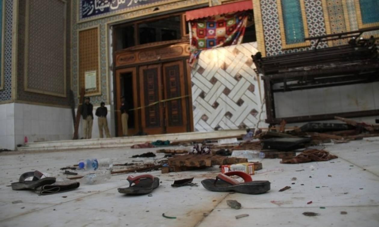 Πακιστάν: Δεκάδες νεκροί σε επιχειρήσεις των Αρχών μετά το μακελειό σε ναό