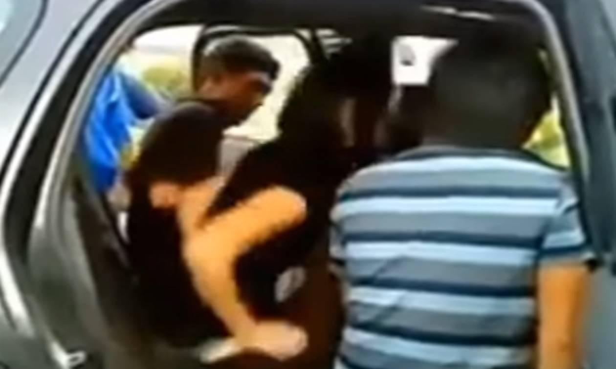 Επιασαν ζευγάρι σε αυτοκίνητο να κάνει σεξ, ανήμερα του Αγίου Βαλεντίνου (video)