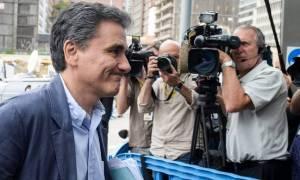 Ο Τσακαλώτος ελπίζει σε πολιτική απόφαση στο Eurogroup
