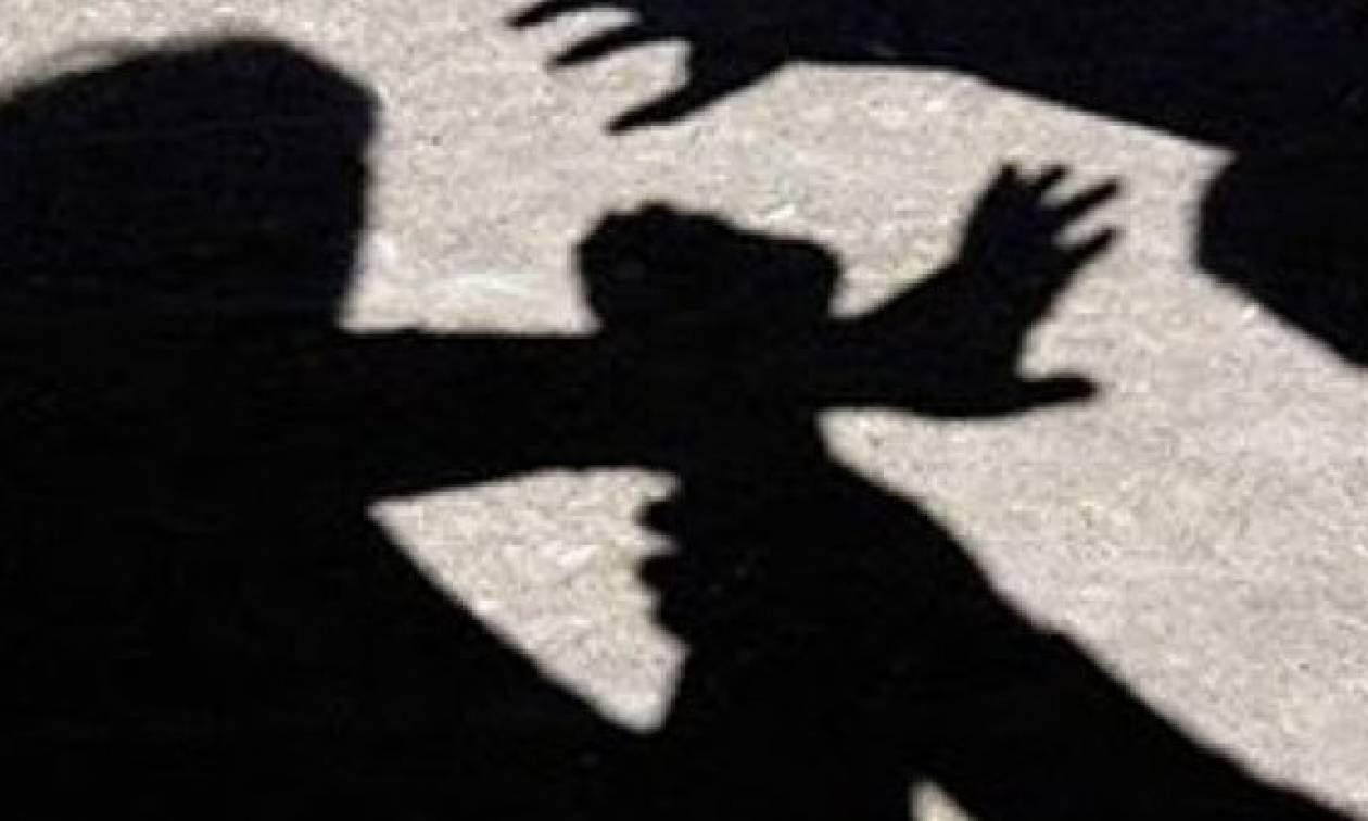 Σοκ στη Μανωλάδα: Αλλοδαπός αποπειράθηκε να βιάσει τυφλή μητέρα και την κόρη της