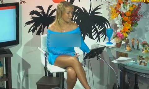 Παρουσιάστρια βγήκε στον αέρα με διχτυωτό φόρεμα και χωρίς εσώρουχα (video)