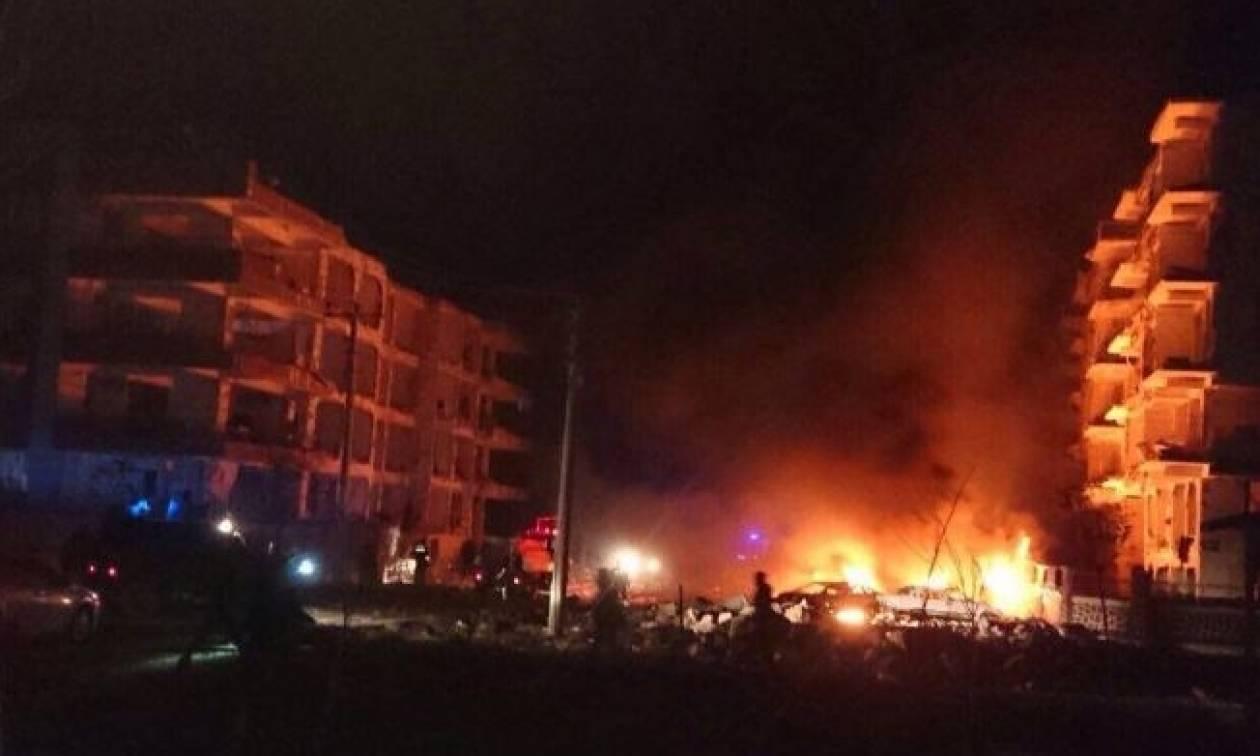 Ισχυρή έκρηξη στην Τουρκία κοντά σε σπίτια δικαστών - Ένα παιδί νεκρό (pics+vid)