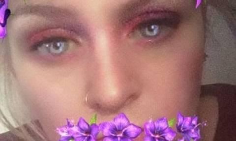 Η selfie που ανατρίχιασε το Διαδίκτυο: Ένας δαίμονας εμφανίστηκε στο σαγόνι της