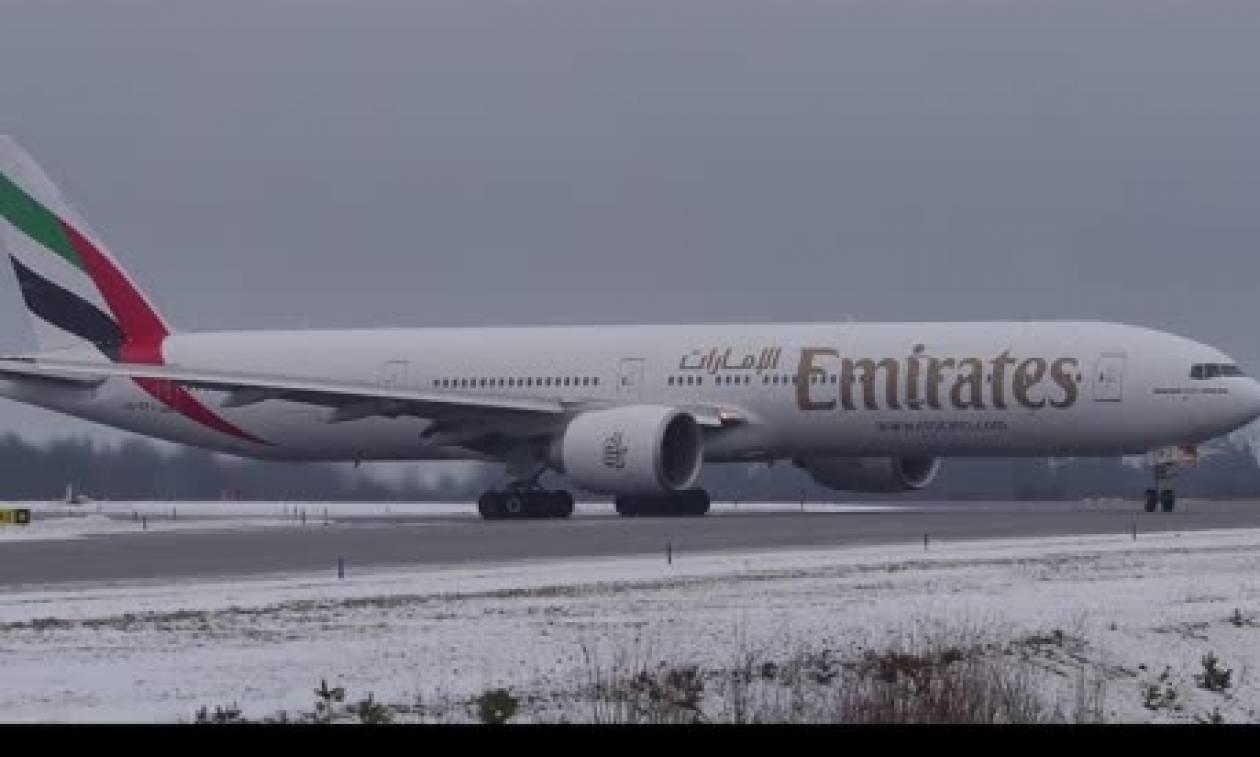 Απίθανα πλάνα από προσγειώσεις και απογειώσεις αεροπλάνων σε χιονισμένο αεροδρόμιο (video)
