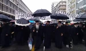 Θεσσαλονίκη: Συγκέντρωση διαμαρτυρίας και πορεία για την ποινή στον ηγούμενο της Μονής Εσφιγμένου