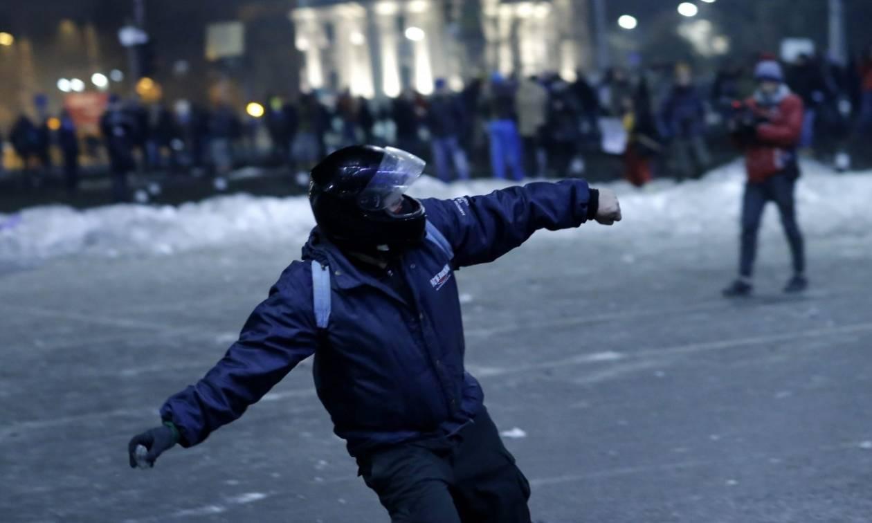 Χάος στη Ρουμανία: Χιλιάδες πολίτες στους δρόμους κατά της κυβέρνησης
