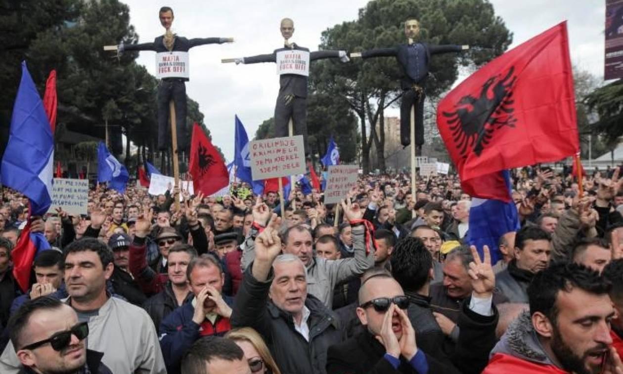 Αλβανία: «Ο Ράμα μετέτρεψε την Αλβανία σε τεράστια φυτεία κάνναβης»