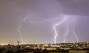 Kαιρός σήμερα: Έκτακτο δελτίο επιδείνωσης για τη Δευτέρα με ισχυρές βροχές και καταιγίδες (pics)