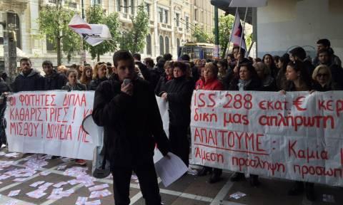 Νέες κινητοποιήσεις από τις καθαρίστριες - Διαμαρτυρία έξω από το υπουργείο Εργασίας (pics&vids)