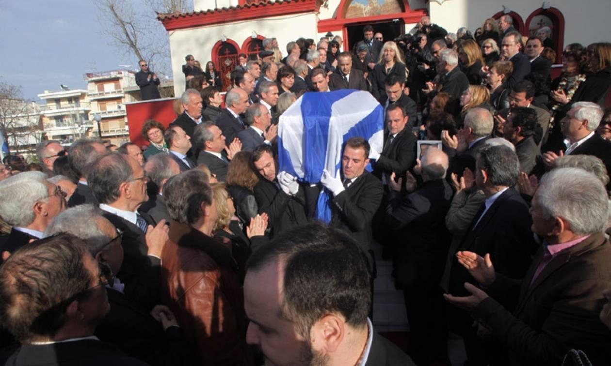 Σύσσωμη η ΝΔ στην κηδεία του πρώην υπουργού Ευάγγελου Μπασιάκου (pics)