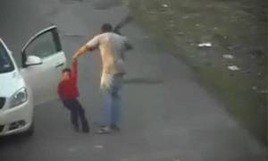 Βίντεο σοκ: «Σάπισε στο ξύλο» με 62 ζωναριές ένα 7χρονο παιδί επειδή έκλεψε φορτιστή κινητού