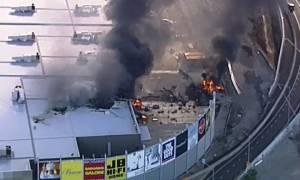 Τραγωδία στην Αυστραλία: Πέντε νεκροί από συντριβή αεροσκάφους σε εμπορικό κέντρο (pics+vids)