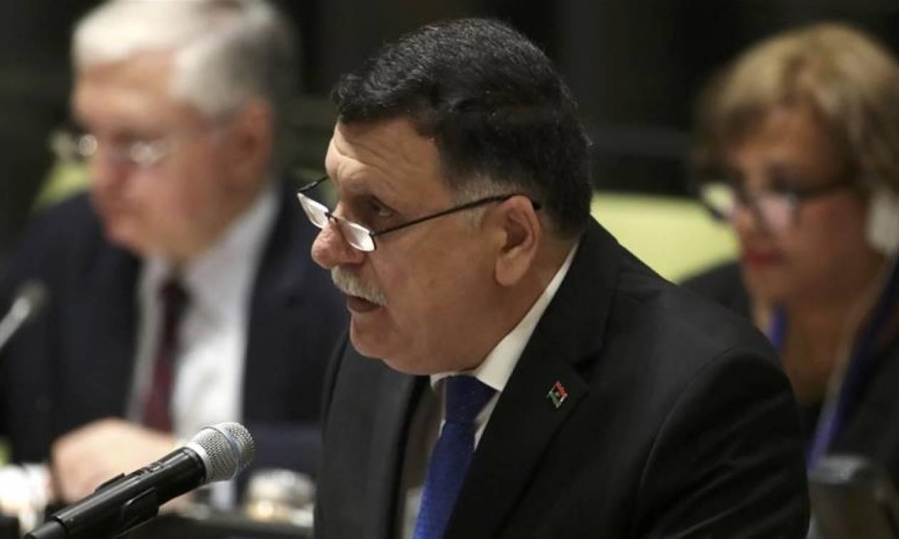 Λιβύη: Πυρά εναντίον της αυτοκινητοπομπής του πρωθυπουργού Σάρατζ