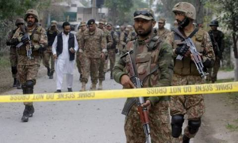 'Suicide bombers killed' after targeting Pakistan court