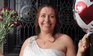 Σταμάτησε να ψάχνει τον «Μίστερ τέλειο» και παντρεύεται τον εαυτό της (vid)