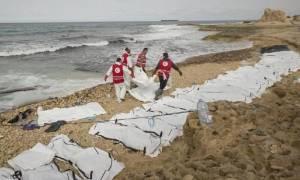 Μακάβριο και θλιβερό θέαμα: 74 σοροί ξεβράστηκαν σε παραλία (pics)