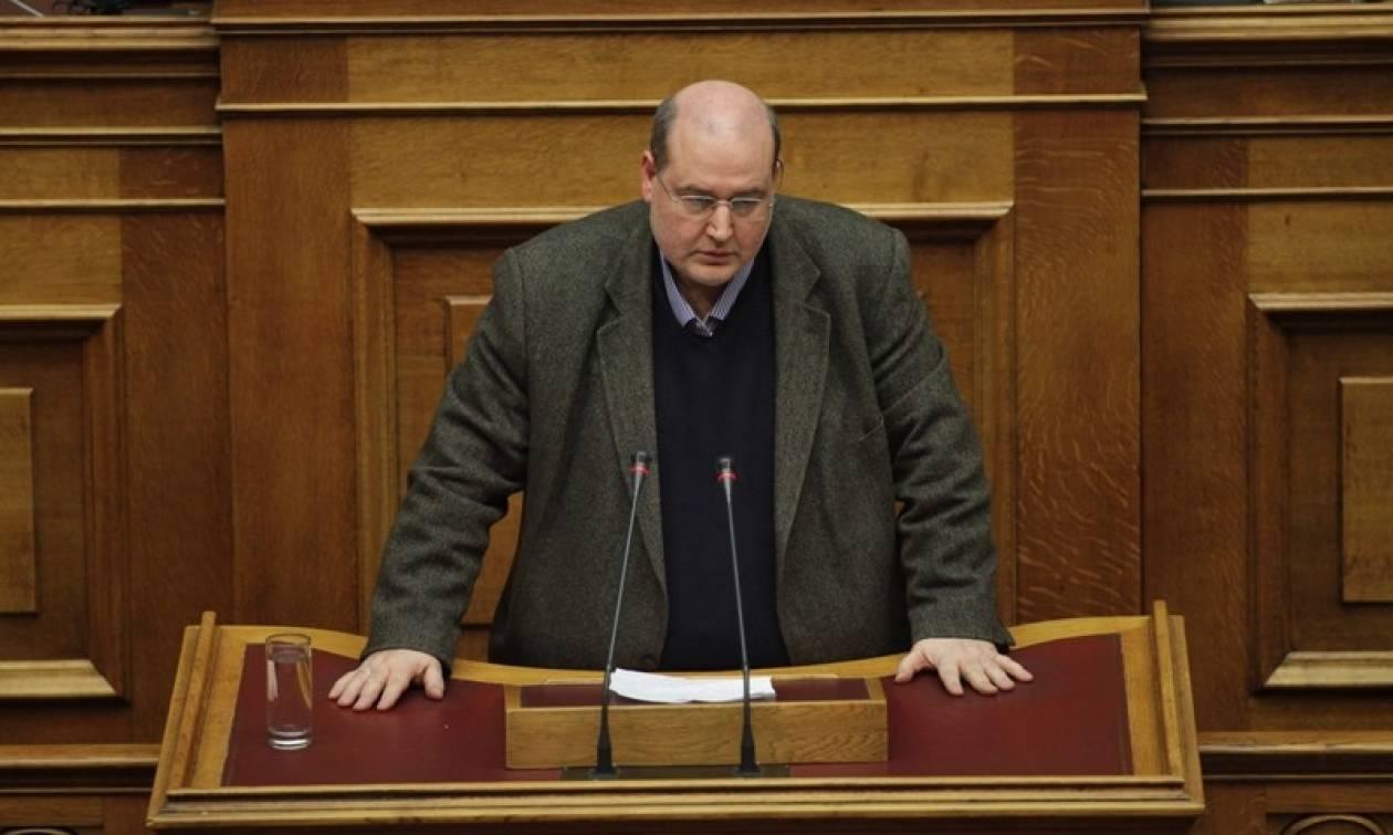 Φίλης και 13 βουλευτές του ΣΥΡΙΖΑ απειλούν την συγκυβέρνηση