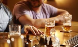 Το αλκοόλ γερνά πρόωρα τις αρτηρίες – Σε ποια ποσότητα είναι επικίνδυνο