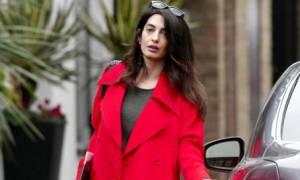 Amal Clooney: Η πρώτη της έξοδος μετά τα νέα της δίδυμης κύησης