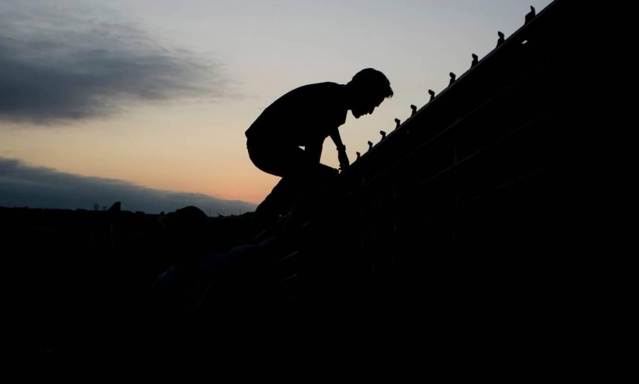 Η τραγική κατάληξη μίας απέλασης: Aυτοκτόνησε λίγα μόλις μέτρα από τα σύνορα (σκληρή εικόνα)