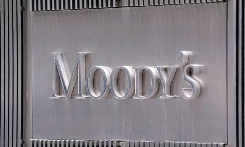 """Moody's улучшило прогнозы по рейтингам 14 банков РФ до """"стабильного"""" с """"негативного"""""""