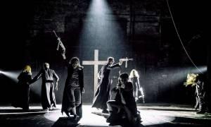 Σάλος στην Πολωνία: Θεατρικό έργο περιλαμβάνει ερωτικές σκηνές με τον... Πάπα!