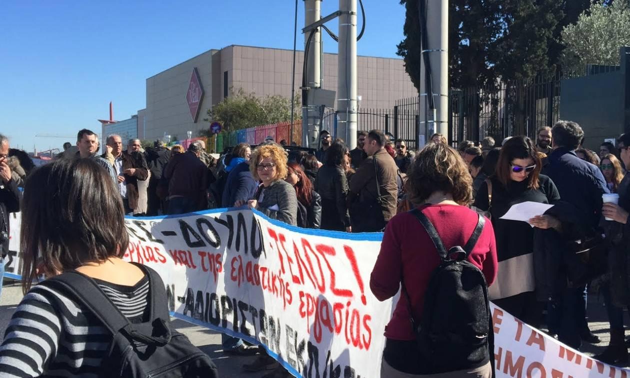 Συγκέντρωση εκπαιδευτικών έξω από το Υπουργείο Παιδείας – Ζητούν διορισμούς στα σχολεία (pics)