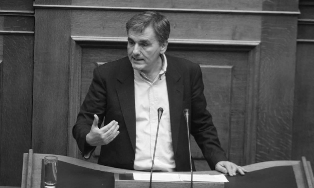 Ολομέτωπη επίθεση σύσσωμης της αντιπολίτευσης στον Τσακαλώτο