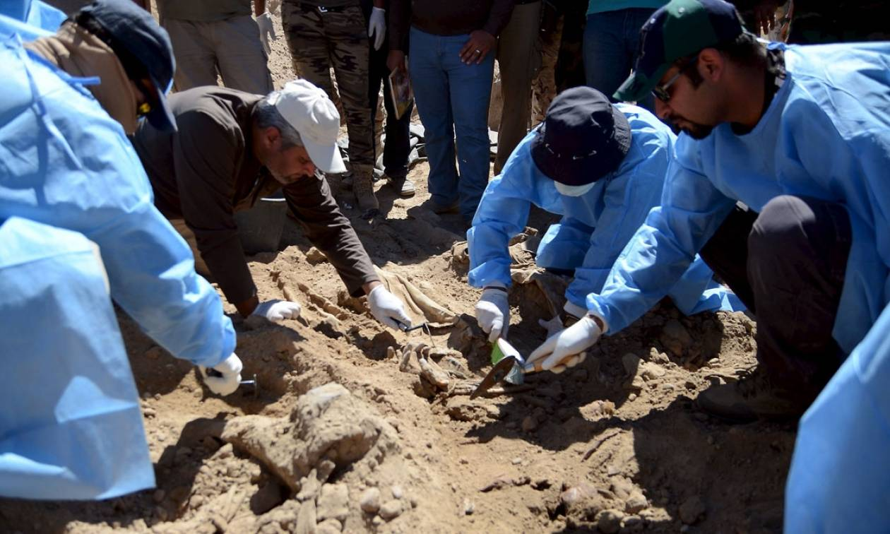 Μακάβριο εύρημα: Ανακάλυψαν ομαδικούς τάφους με 130 πτώματα
