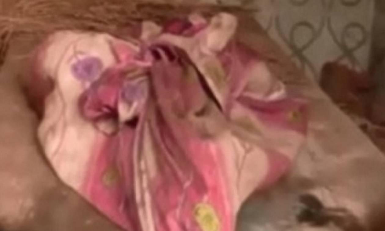 Φρίκη: Τον βρήκε η μητέρα του να τρώει 7χρονο αγόρι που μόλις είχε αποκεφαλίσει (σκληρές εικόνες)